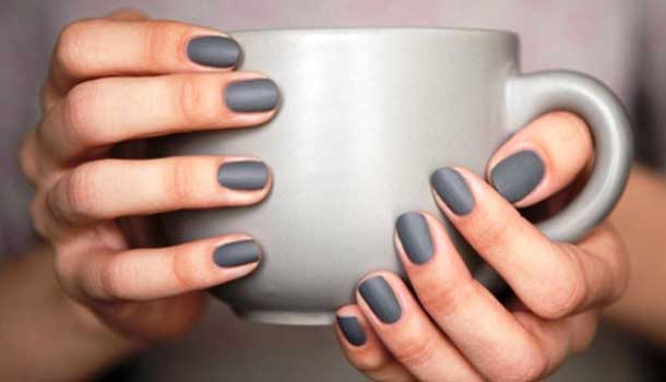 nagellak_mat_grijs_nagels_trends_winter
