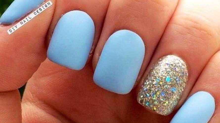 nagellak kleuren zomer 2016 babyblauw